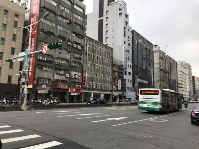 忠孝摩斯漢堡店面,台北市中正區忠孝東路一段