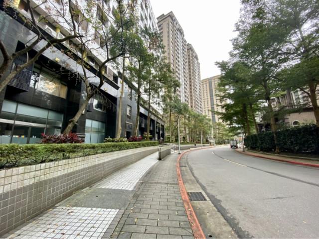 時代廣場景觀挑高,台北市信義區信義路五段